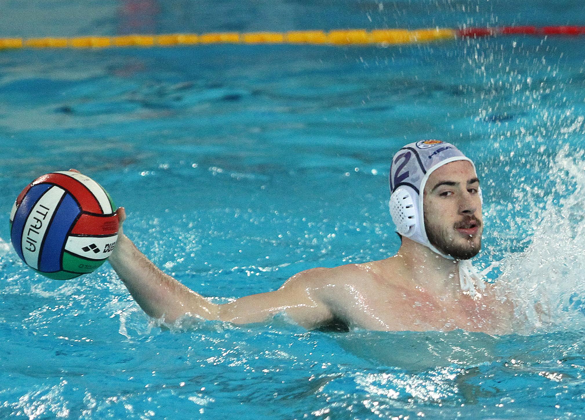 La pallanuoto trieste cade anche in liguria nella piscina for Piscina quinto genova
