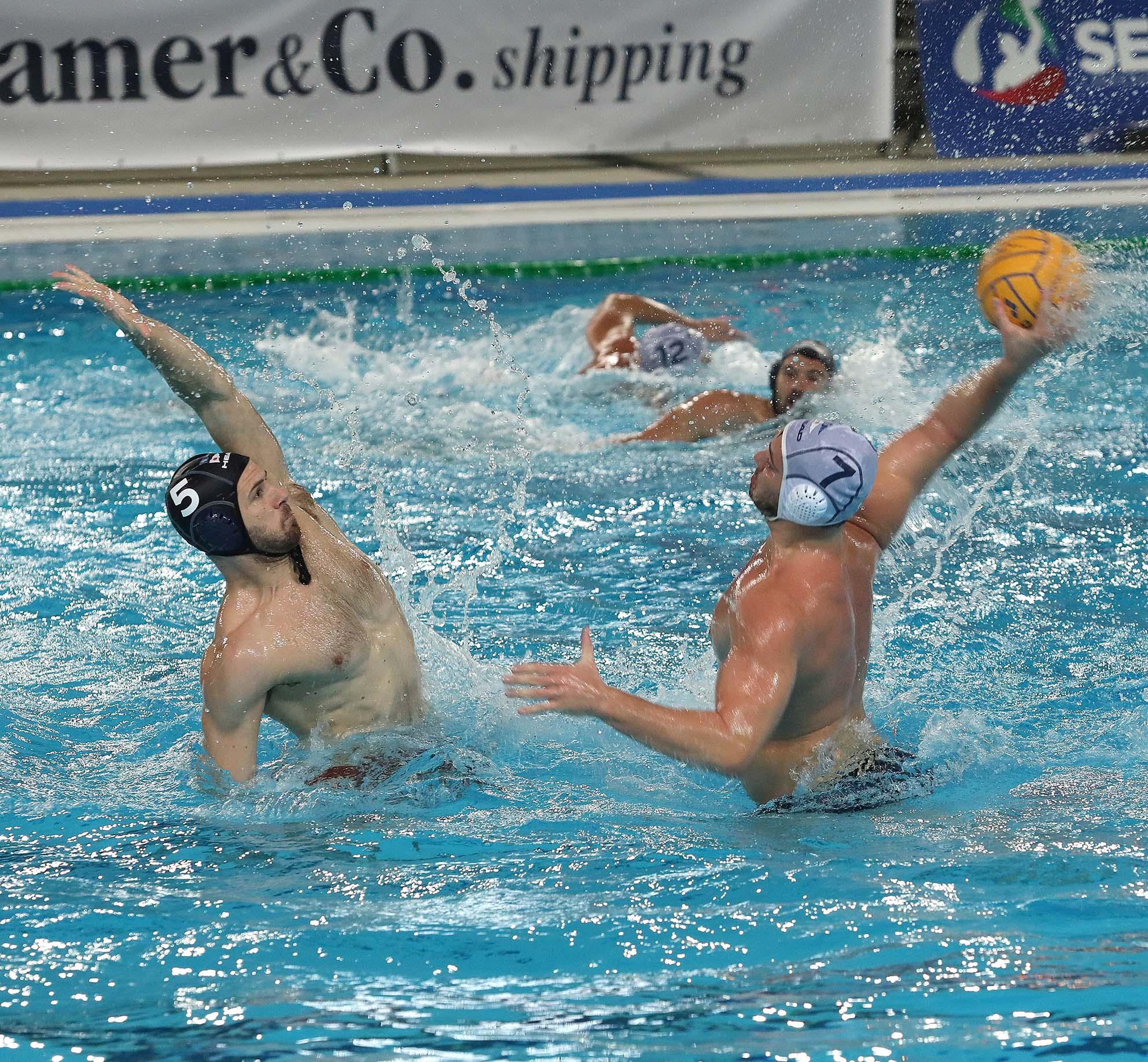 """Battaglia alla """"Bruno Bianchi"""", la Pallanuoto Trieste supera la Roma Nuoto (8-7). Decide un gol di Mezzarobba a 120'' dalla fine. L'allenatore Bettini: """"E' stata durissima, tre punti importanti"""""""