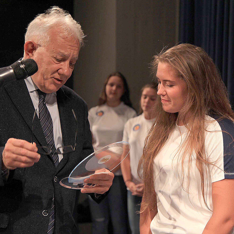 Under 17 femminile: le orchette della Pallanuoto Trieste premiate dal Comune per la medaglia d'argento alle finali scudetto