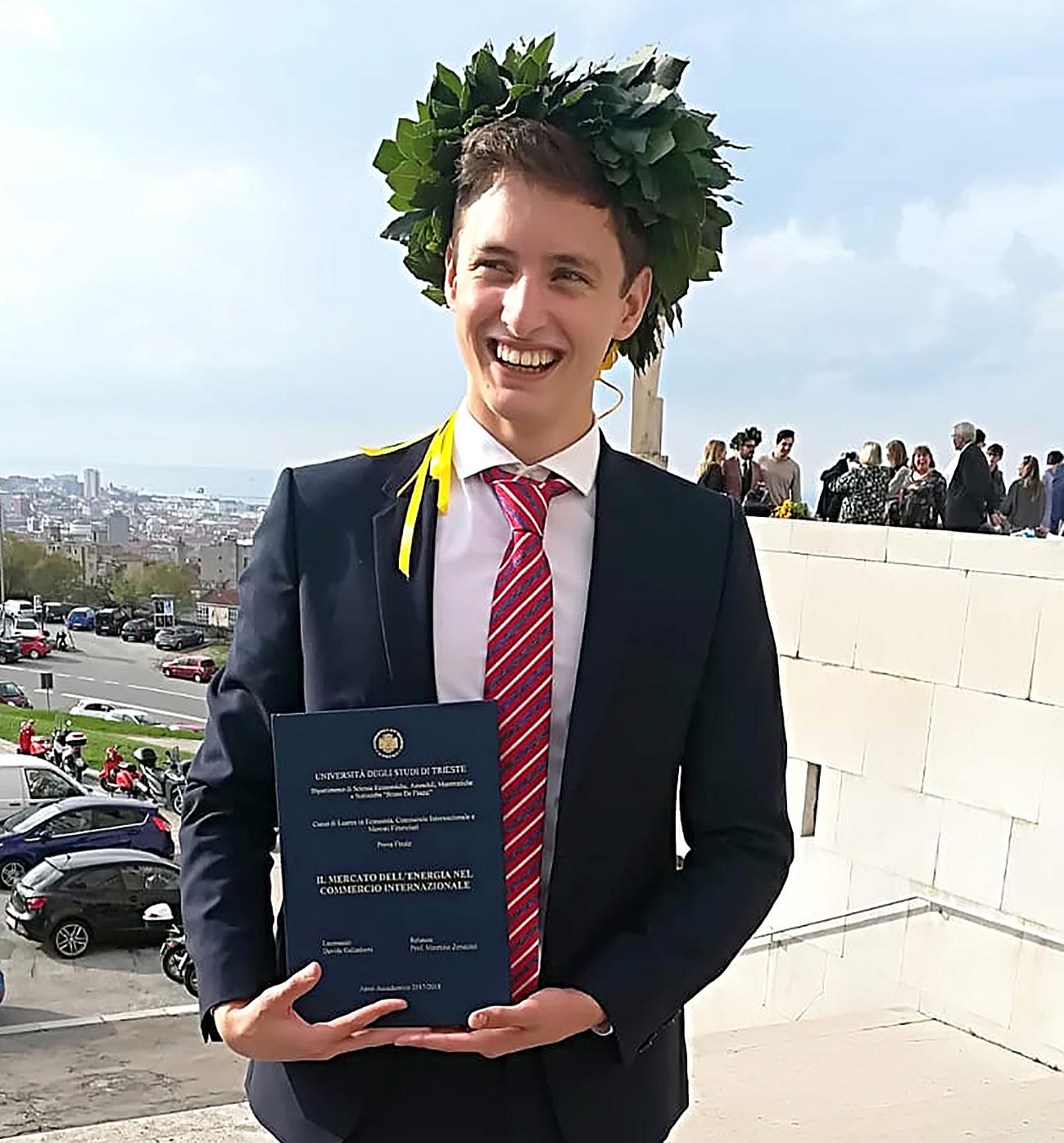 Complimenti Davide Galimberti! Laurea triennale con 110 in Economia, Commercio Internazionale e Mercati Finanziari