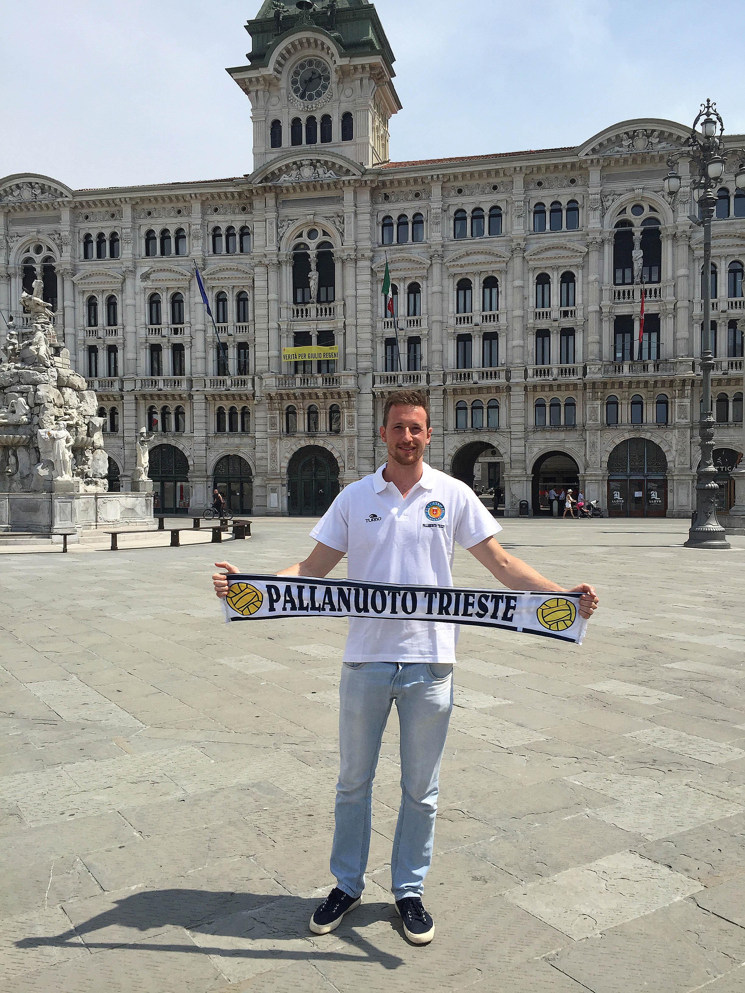 Cambio tra i pali. La Pallanuoto Trieste ingaggia l'estremo difensore Paolo Oliva. Nelle ultime due stagioni ha giocato a Como e Sport Management, con l'esperienza in Champions League