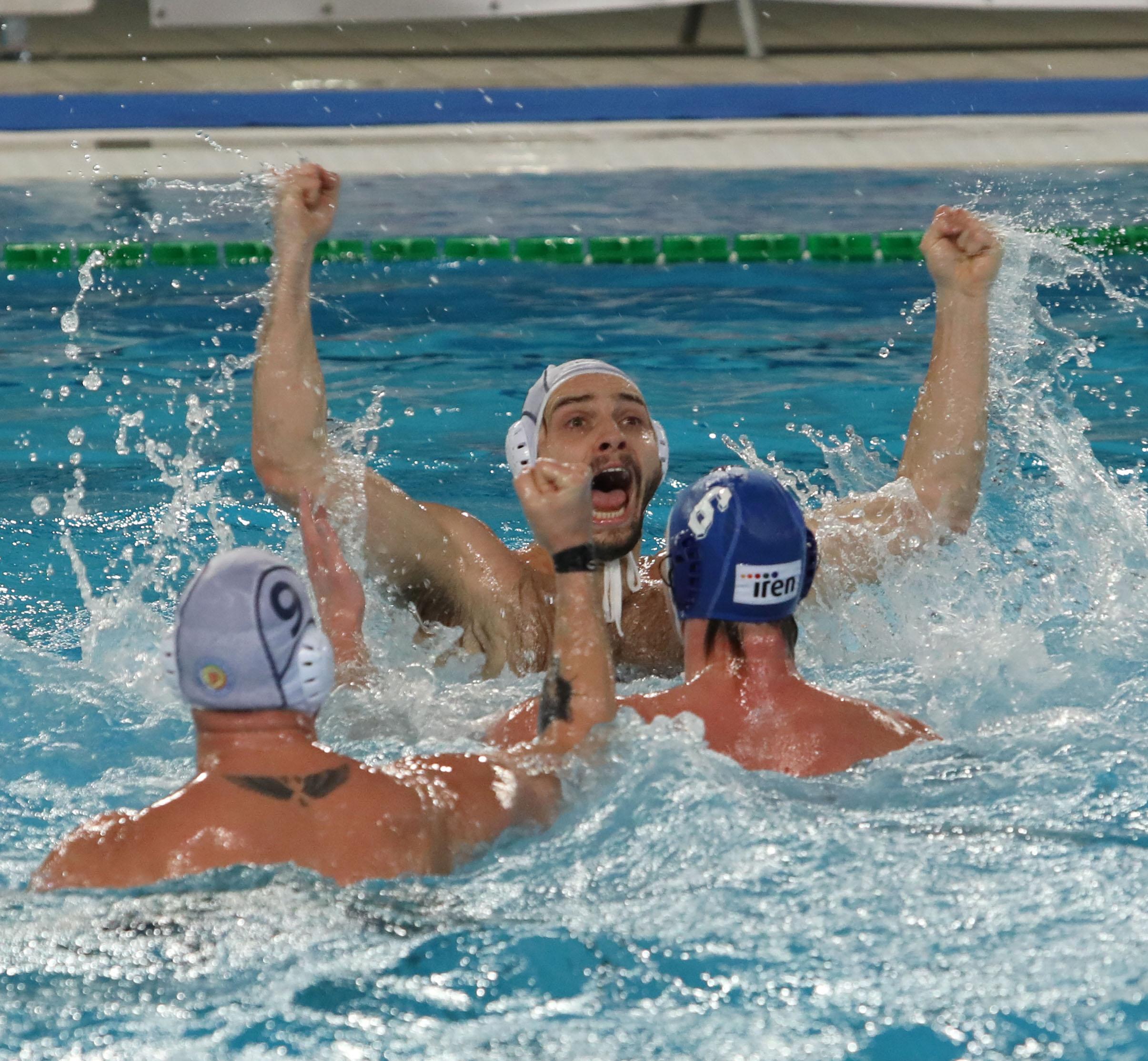 """Incredibile alla """"Bruno Bianchi""""! La Pallanuoto Trieste supera il Quinto (10-9) grazie ad un gol di Ray Petronio proprio sulla sirena finale. L'allenatore Bettini: """"Ho chiesto ai ragazzi di dare tutto, sono stati meravigliosi"""""""